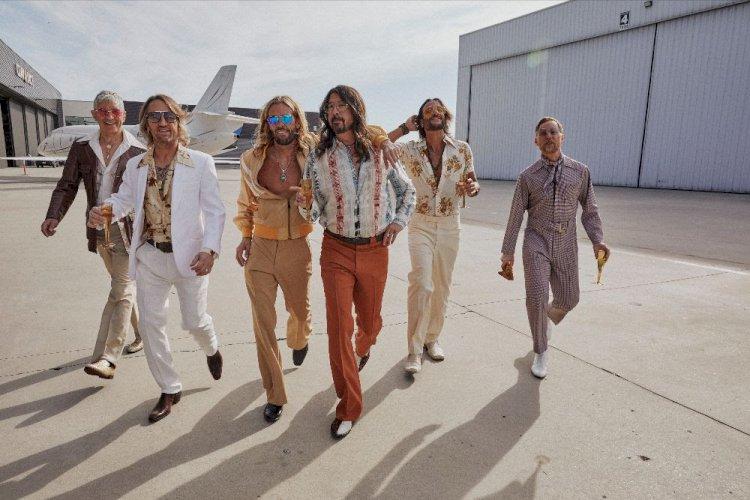 Foo Fighters anuncia álbum de música Disco com o pseudônimo 'Dee Gees'